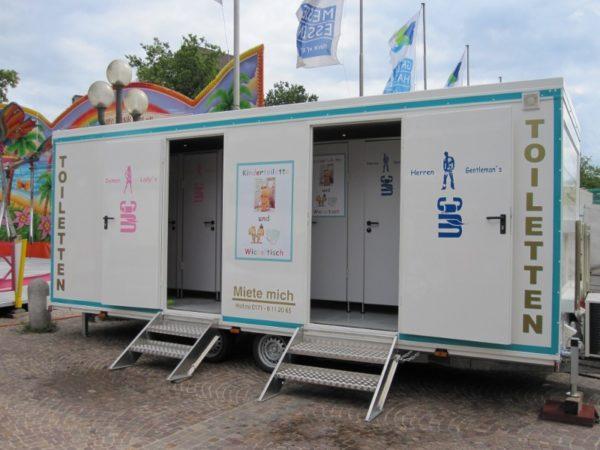 Familienfreundlicher Toilettenwagen