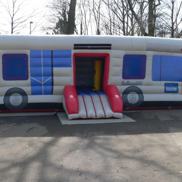 Bus Hüpfburg