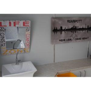 Innenraum-mobile-Sanitaeranlage-mit-Behinderten-WC