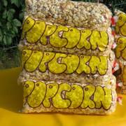Leckeres und frisches Popcorn, bereits portionsweise verpackt.